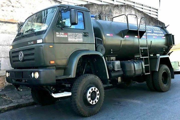 Caminhão de Sucção de Caixas Separadoras e Dejetos Sanitários Região Oeste - MG